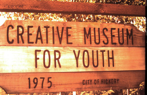 Creative Museum for Youth-sign